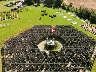 Kalvehave Labyrintpark (39km)