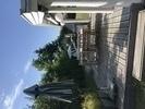 Skønt og lækkert bjælkesommerhus med småsten på taget, tæt ved hyggelige Gilleleje og ved børnevenli