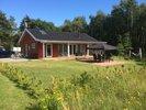 Lækkert sommerhus fra 2008. Beliggende på ugenert grund, kun 200 m fra dejlig badestrand.
