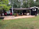 Dejligt hus med god plads og udsigt til græs og høje træer.  Wifi, fri internet og Chrome