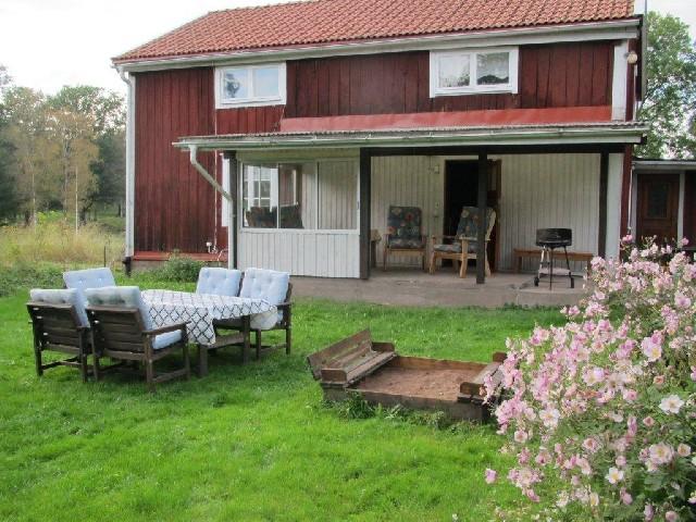 Hus nära ASTRID LINDGRENS VÄRLD i Småland modern 8 personer